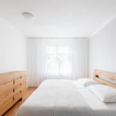studio29, byt pro dva na vinohradech, ložnice